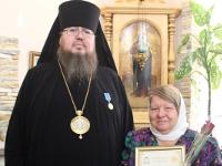 Правящий архиерей наградил сотрудников епархиальных отделов наградами
