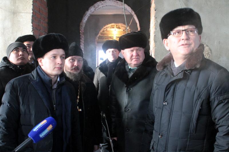 Аким Северо-Казахстанской области Е. Х. Султанов посетил строительство православного храма в микрорайоне «Береке»